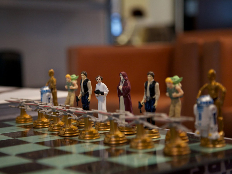 with-star-wars-chess-pieces