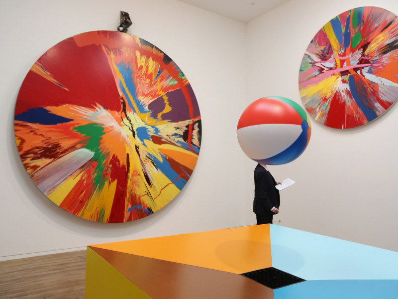 exhibition-spin-painting-damien-hirst