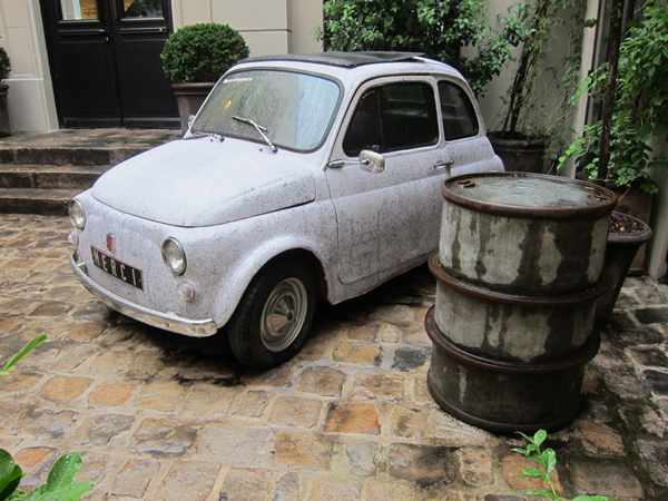 iconic-fiat-500-merci-concrete-wallpaper-piet-boon