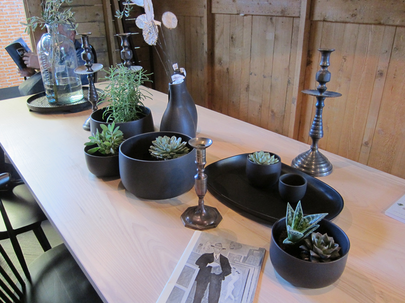 decoration-table-black-green-at-designisti
