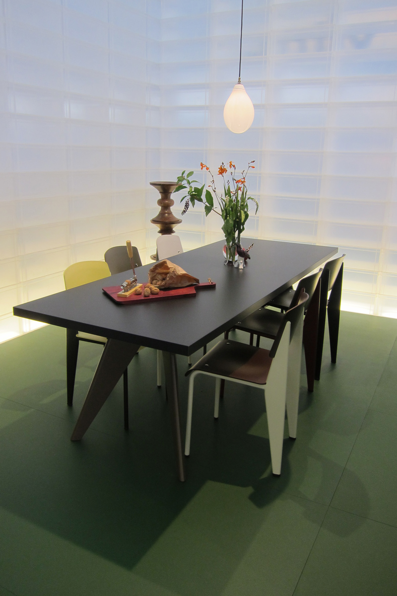 vitra-woonbeurs-prouve-chair-dining-designisti