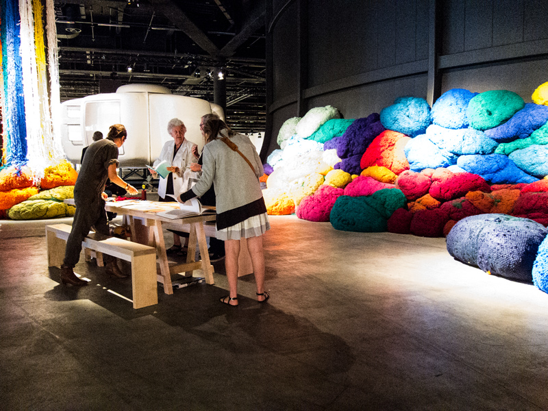 5-design-at-large-seance-by-sheila-hicks-design-miami-basel-designisti